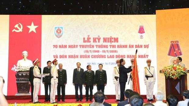 越南国家主席陈大光接见老战士代表 hinh anh 2