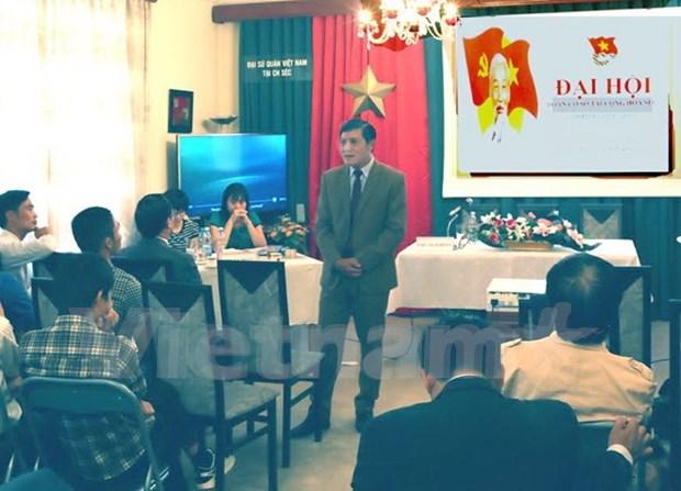 旅居捷克越南共青团员努力做好海洋岛屿宣传工作 hinh anh 1