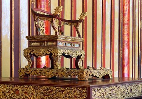 越南政府总理批准将顺化古都6个古物和古物集列入国宝名录 hinh anh 1