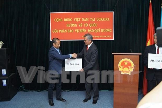 旅居乌克兰越南人社群向鬼鹿角礁战士纪念区建设项目提供捐款 hinh anh 1