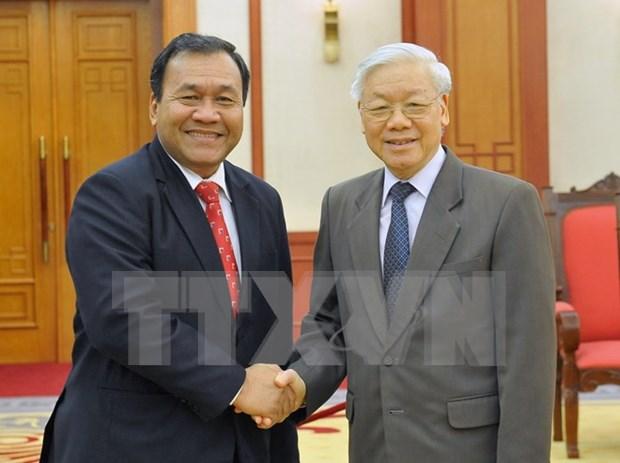 越共中央总书记阮富仲会见柬埔寨驻越南大使 hinh anh 1