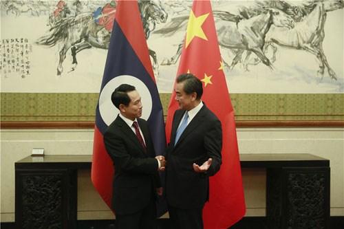 老挝与中国促进双边关系 hinh anh 1