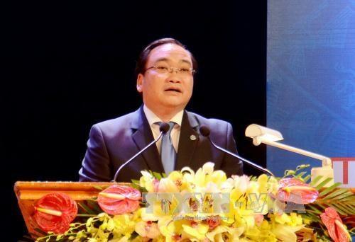 河内市委书记黄忠海:丹凤县经济结构要向贸易服务倾斜 hinh anh 1