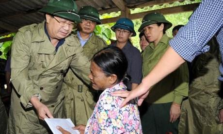 政府副总理郑廷勇在老街省现场指导救灾工作 hinh anh 1