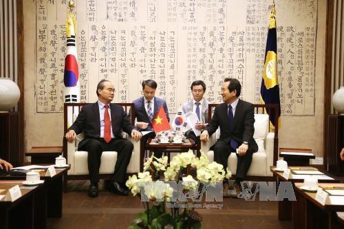越南祖国阵线中央委员会主席阮善仁访问韩国 hinh anh 1