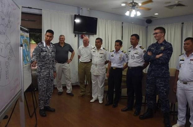 东盟8国与美国海军在新加坡举行年度联合反恐演习 hinh anh 1