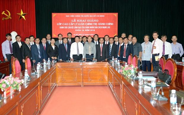 为老挝干部举行的高级政治理论培训班在河内开班 hinh anh 1