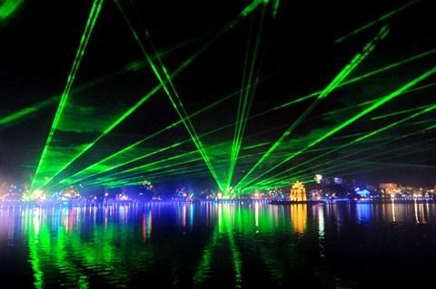 九月起每周五、六、日传统艺术表演将在还剑湖畔举行 hinh anh 1