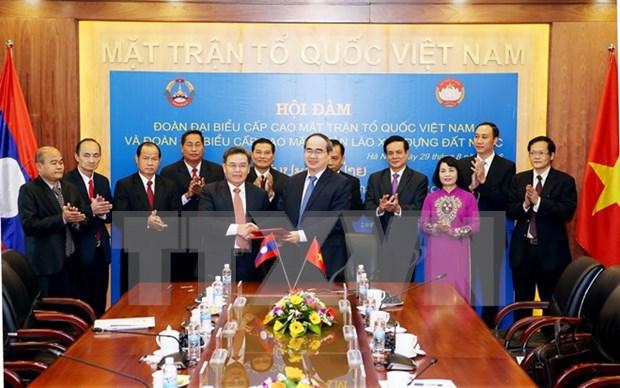 阮善仁与老挝建国阵线中央主席赛宋蓬·丰威汉举行会谈 hinh anh 1