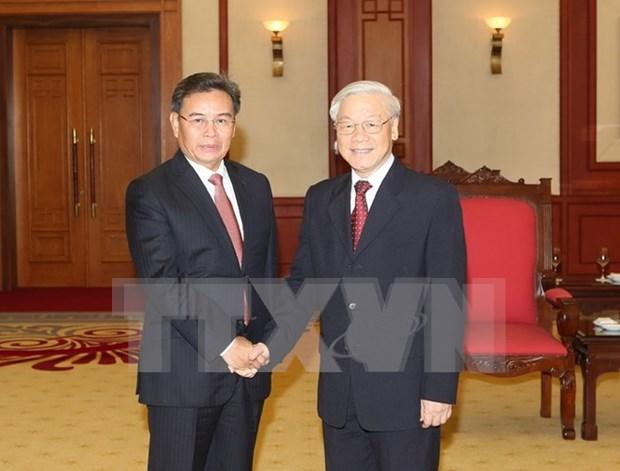 越共中央总书记阮富仲会见老挝建国阵线中央委员会高级代表团 hinh anh 1