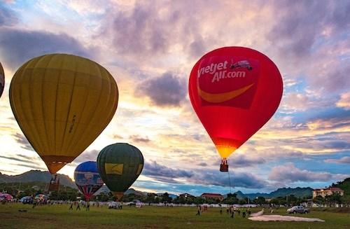 国际热气球节首次在山罗省举行 hinh anh 3