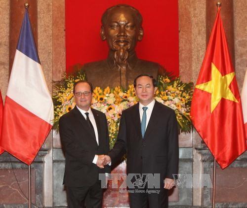 越法两国发表联合声明 同意推进越法战略伙伴关系走向深入 hinh anh 1