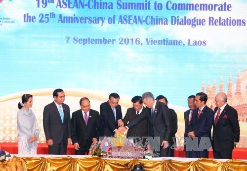 新加坡总理:东盟与中国关系总体向好 hinh anh 1