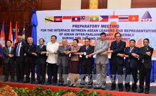 东盟议会联盟大会与东盟领导人会议在老挝举行 hinh anh 1