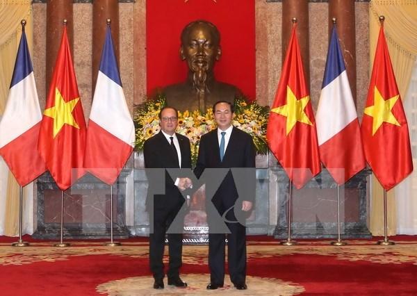 法国总统奥朗德圆满结束对越的国事访问 hinh anh 1