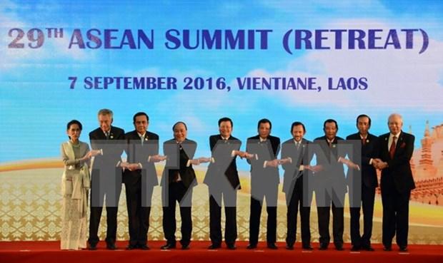 第28届和第29届东盟峰会及系列会议拉下帷幕 hinh anh 1