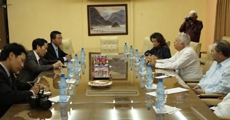 越南《人民报》与古巴《格拉玛报》加强合作 hinh anh 1