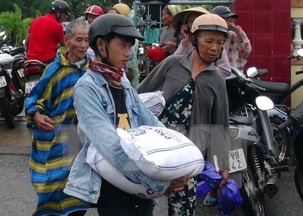 广治省红十字会向环境污染灾区渔民捐赠40吨大米 hinh anh 1