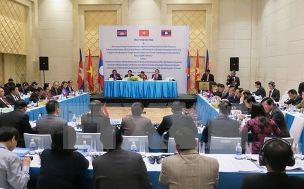 越老柬三国共同努力推动三角发展区经济社会发展 hinh anh 1