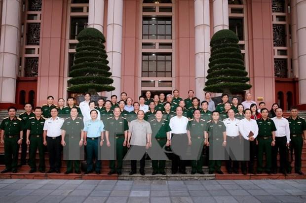 越南政府总理阮春福:国防部应严格遵守军事纪律出色完成被交给的一切任务 hinh anh 1