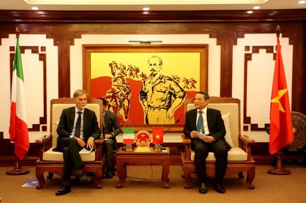 越南与意大利全面加强交通运输领域合作 hinh anh 1