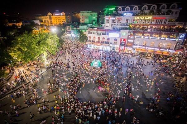 俄罗斯杂技亮相河内步行街区 hinh anh 1