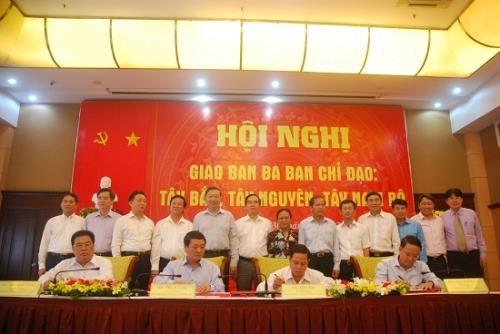 越南西北、西原、西南三个地区指导委员会与越通社签署信息合作协议 hinh anh 1