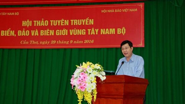 越南西南部海洋岛屿和边境地区领土主权宣传工作研讨会在芹苴市举行 hinh anh 1