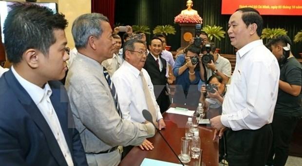 越南国家主席陈大光接见胡志明市企业界代表 hinh anh 1