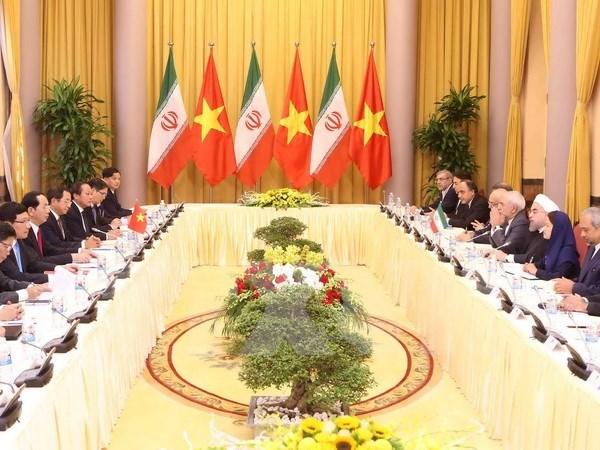 越南国家主席陈大光与伊朗总统哈桑•鲁哈尼举行会谈 hinh anh 1