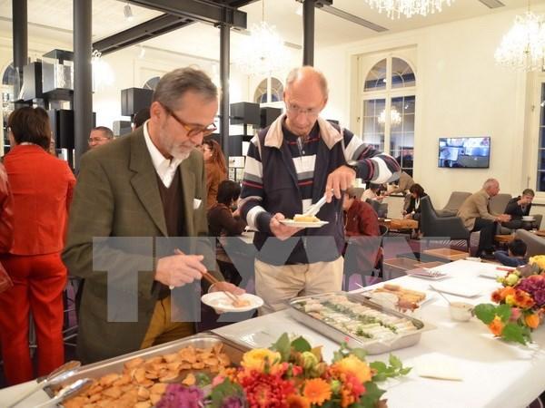 探索越南美食之旅在瑞士举行 hinh anh 1