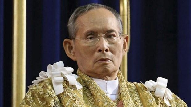 越南国防部长吴春历向泰国国王敬献花圈 hinh anh 1