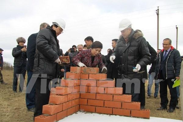 越南在俄罗斯奶牛养殖及乳制品加工二期项目开工 hinh anh 1
