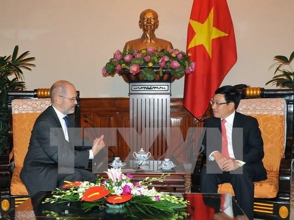 越南政府副总理兼外长范平明会见美国客人 hinh anh 1