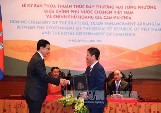 越柬签署促进双边贸易协定 hinh anh 1