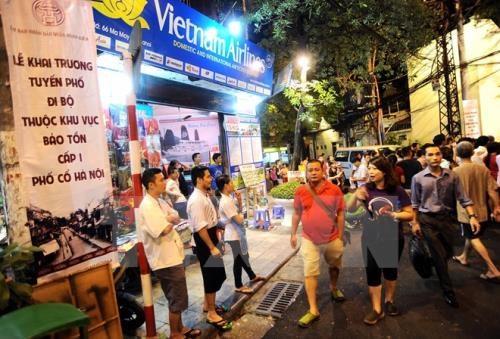 越南河内市还剑湖周边步行空间每日客流量超过2万人次 hinh anh 1