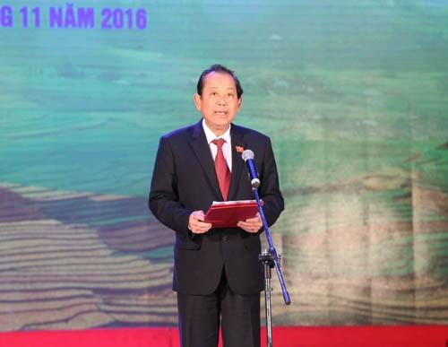 越南少数民族优秀学生表彰大会在河内举行 hinh anh 1