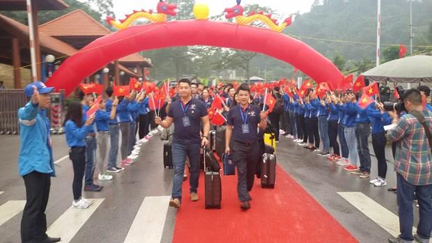 第三届越中青年大联欢:谅山分团入境越南 开启中越青年文化交流之旅 hinh anh 2