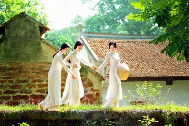 """""""昔日花园""""图片展推崇越南传统奥黛文化之美 hinh anh 1"""