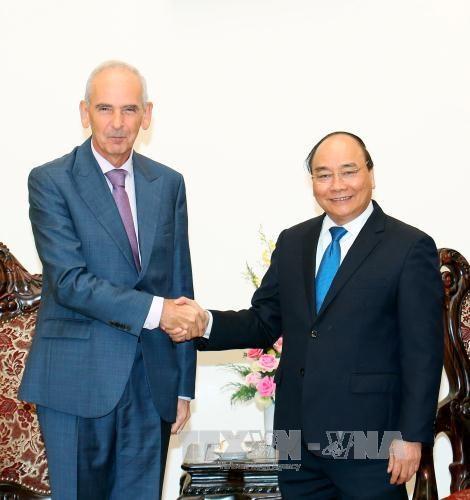阮春福总理会见塞尔维亚驻越南大使 hinh anh 1