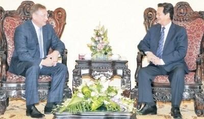 越南政府总理阮晋勇会见俄罗斯联邦扎鲁别日石油公司总经理 hinh anh 1