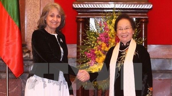 越南国家副主席阮氏缘同保加利亚副总统马尔加里塔•波波娃举行会谈 hinh anh 2