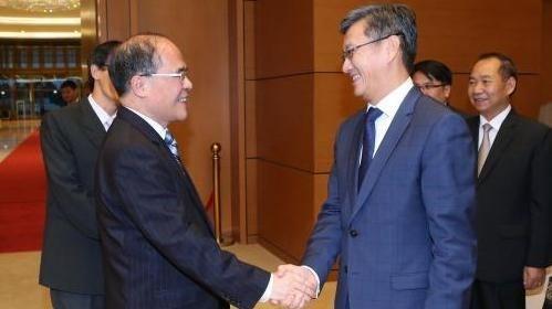 越南国会主席阮生雄会见保加利亚副总统马尔加里塔•波波娃 hinh anh 2