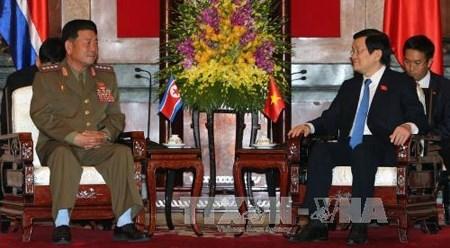 越南国家主席张晋创会见朝鲜人民武力部长朴勇植 hinh anh 1