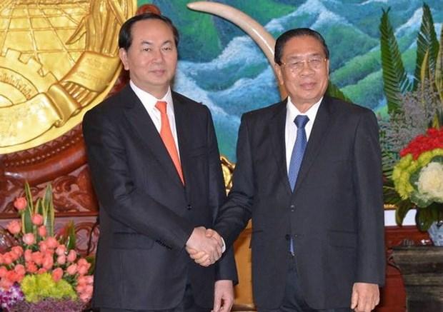 老挝党和国家领导会见越南公安高级部代表团 hinh anh 1