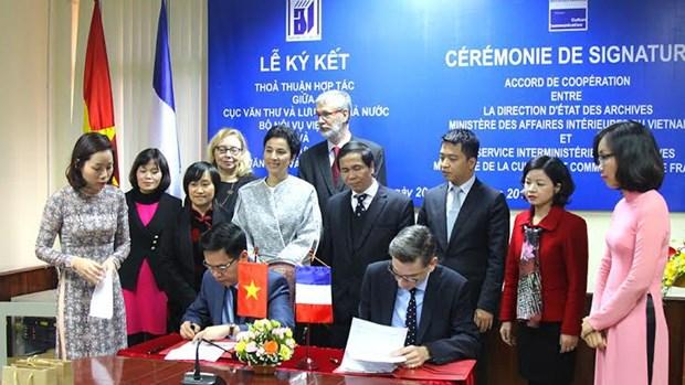 越法两国加强档案领域合作 hinh anh 1