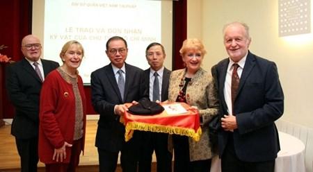 胡志明主席的纪念品赠送仪式在法国举行 hinh anh 1