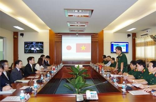 日本防卫省干部代表团探访越南通信军官学校 hinh anh 1