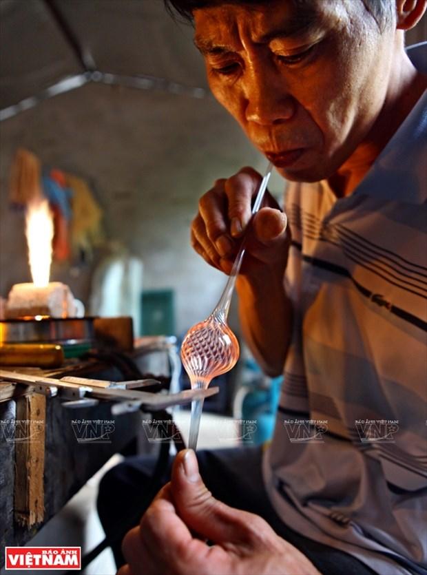 河内市常信县的玻璃吹制业 hinh anh 2