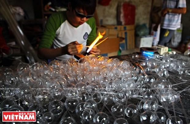 河内市常信县的玻璃吹制业 hinh anh 7